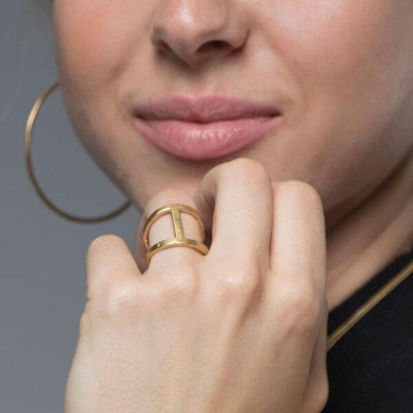 A Kind of Magic Big Ring Gold Lady