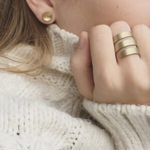 Circle line s earrings gold lady