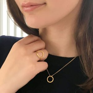 Nicola Circle Ring Gold Lady
