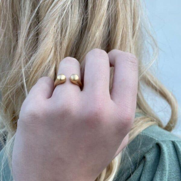 Teardrop Ring Gold Lady
