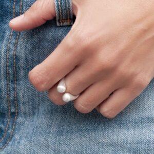 teardrop silver ring lady
